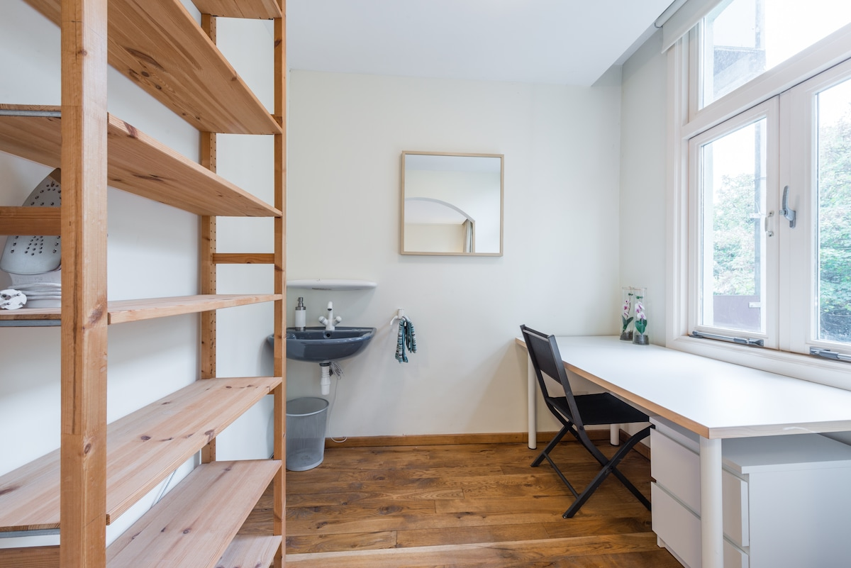 The bedroom alcove with sink and working desk