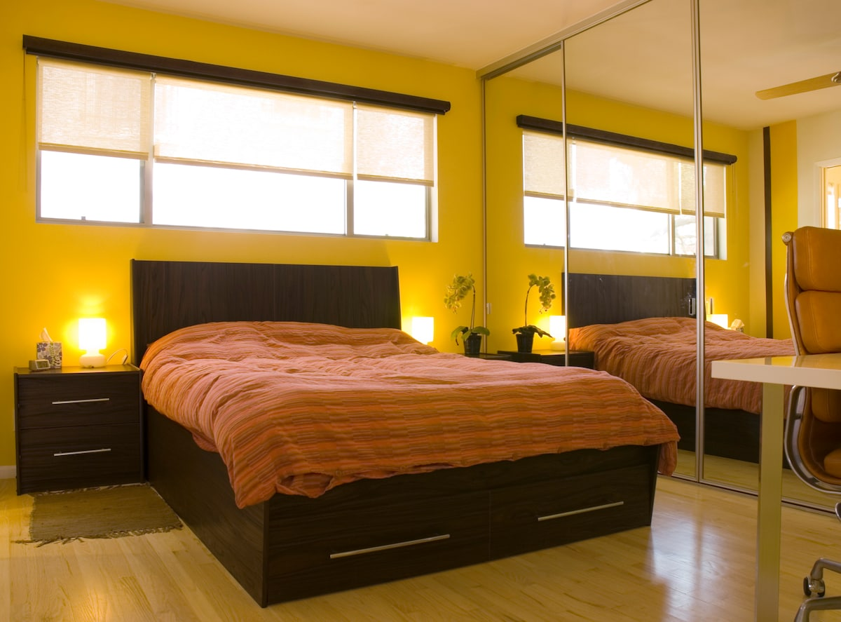 Welcome to a colorful yet peaceful environment for a relaxing stay in the big city of LA.