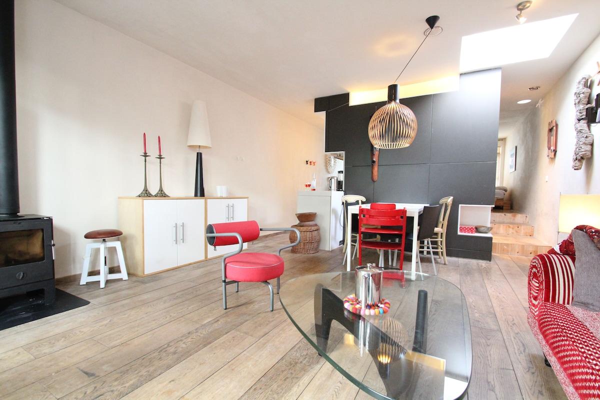 A spacious 1 BR studio with garden