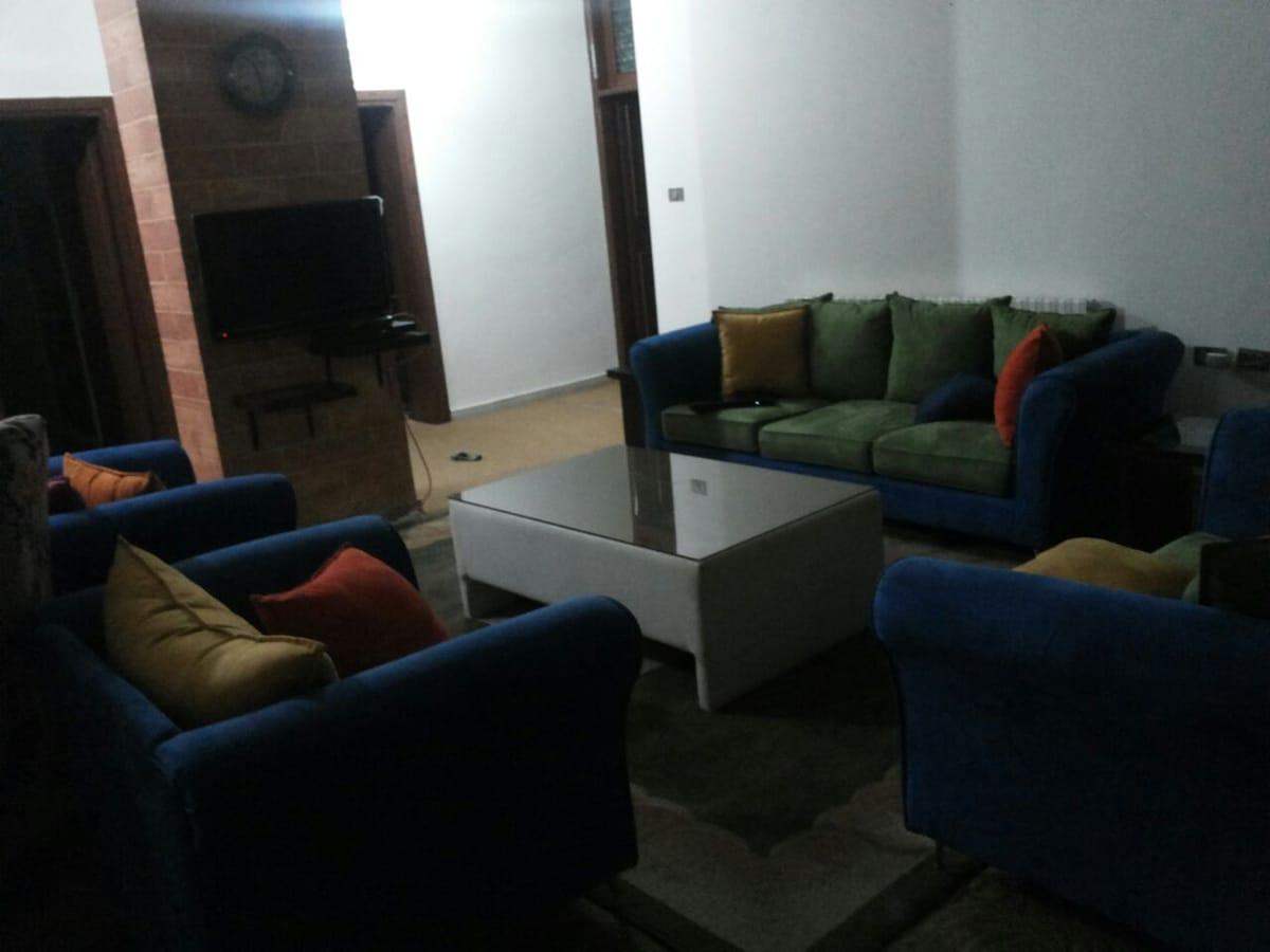 Privet/share room,Jordanian family