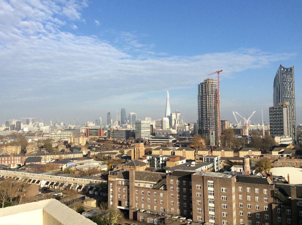 BOASTS VIEWS OF LONDON SKYLINE