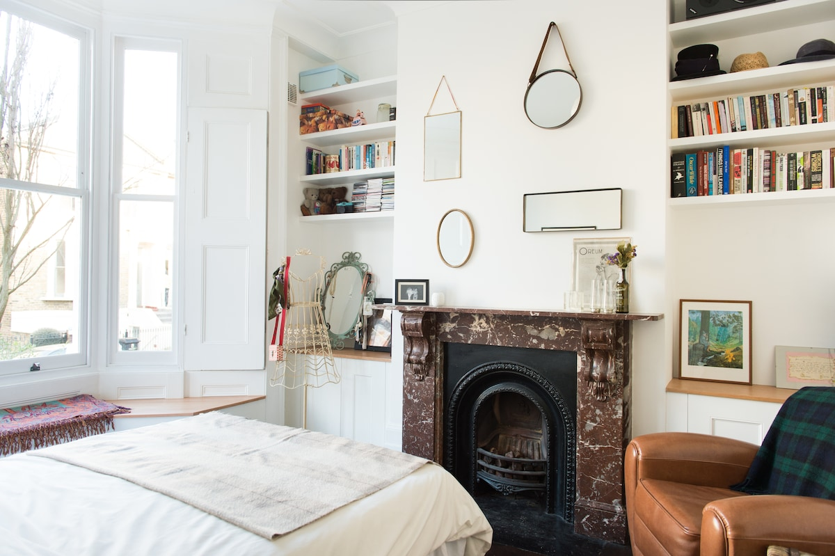 Large Double Room in Victorian Home