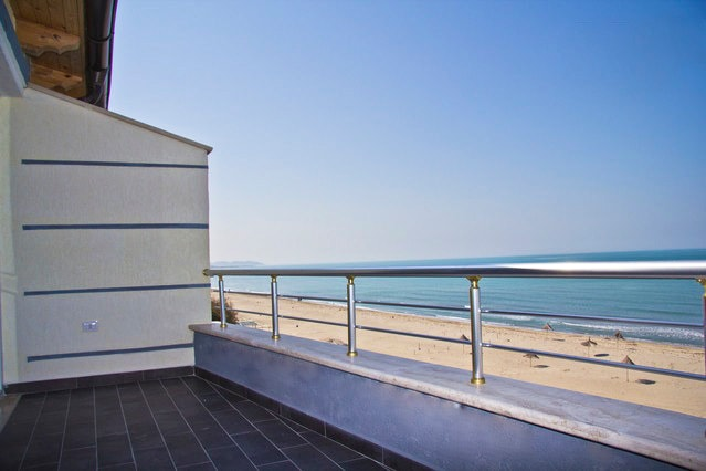 The Loft apartment has a full 180° unblocked seaview, a completely private balcony, it is 30 m from the sea, and best of all - there is no road ... absolute paradise!