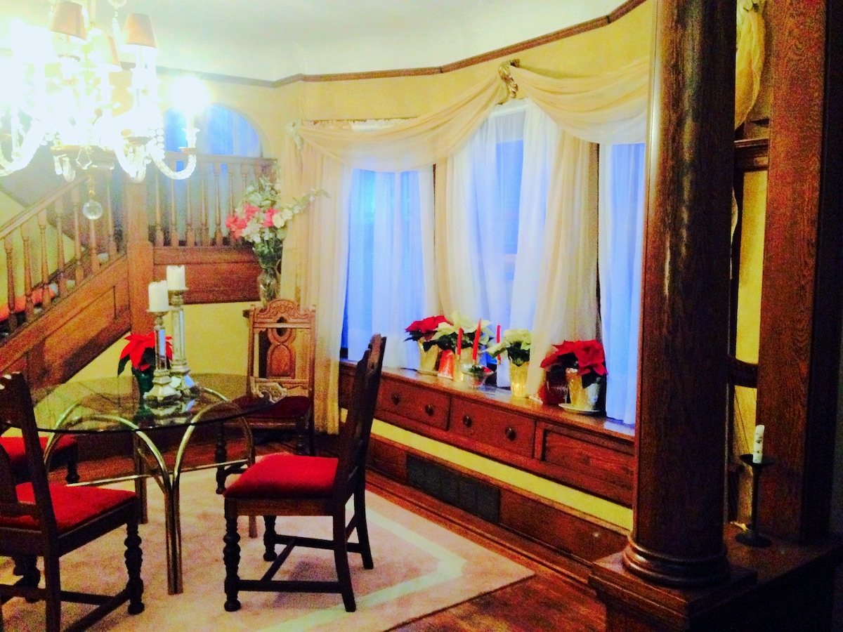12/7/14  Dining Rm Bay Window w/Holiday Poinsettas
