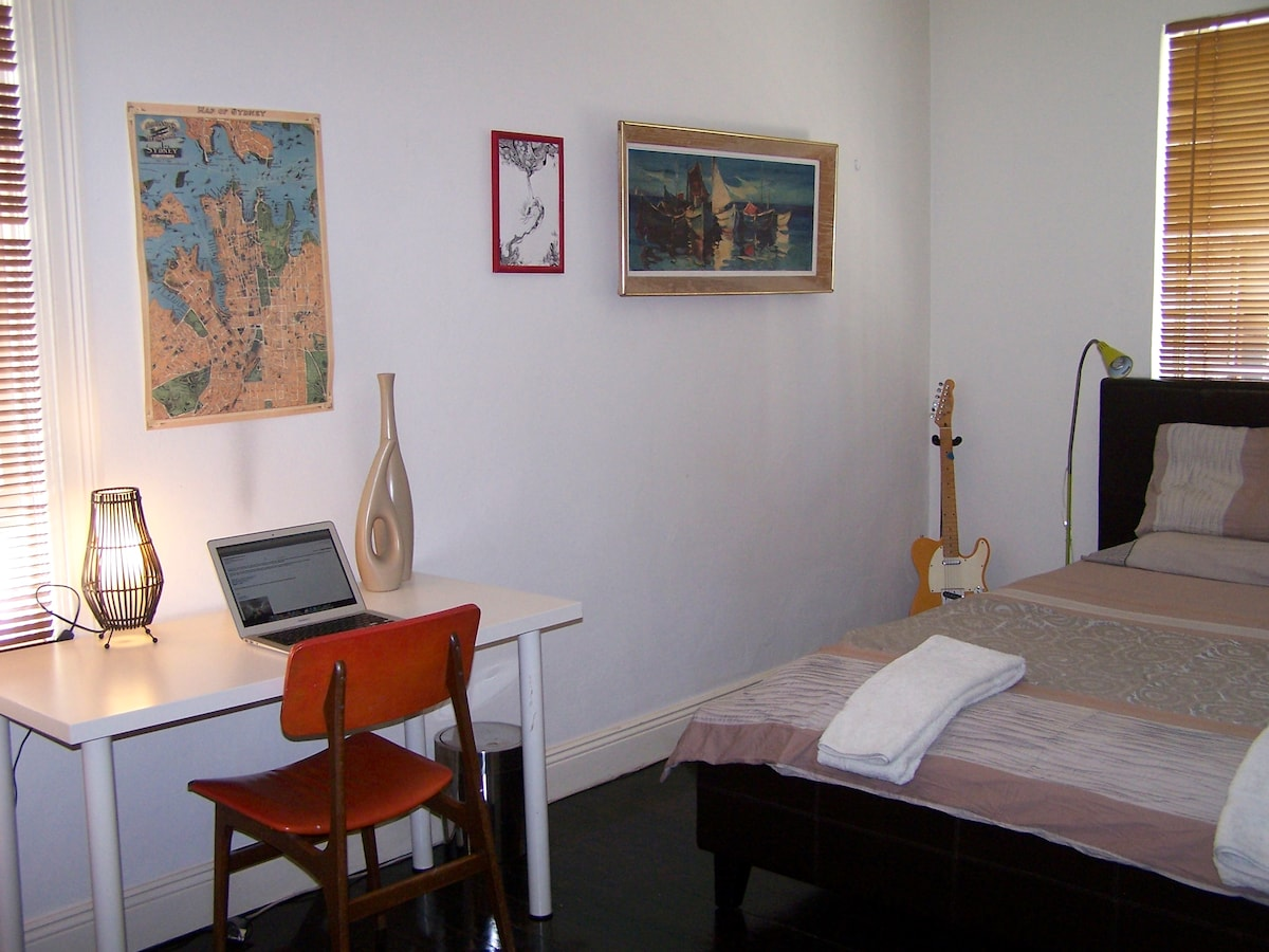 LARGE QUIET DOUBLE ROOM