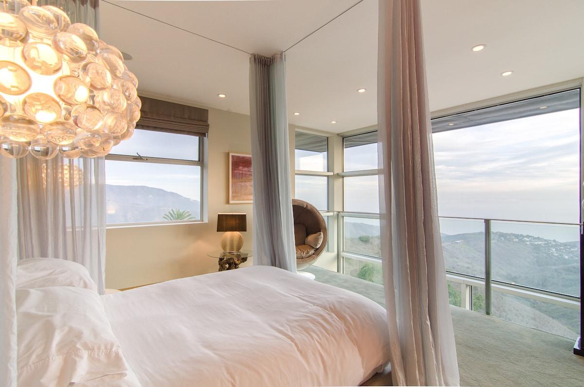 Romantic Top Floor Suite Ocean View