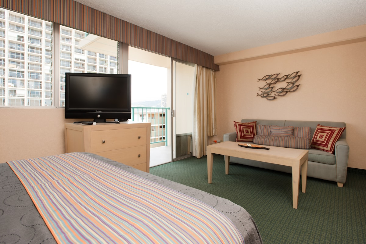 LOOK! CHEAPEST CONDO IN THIS HOTEL