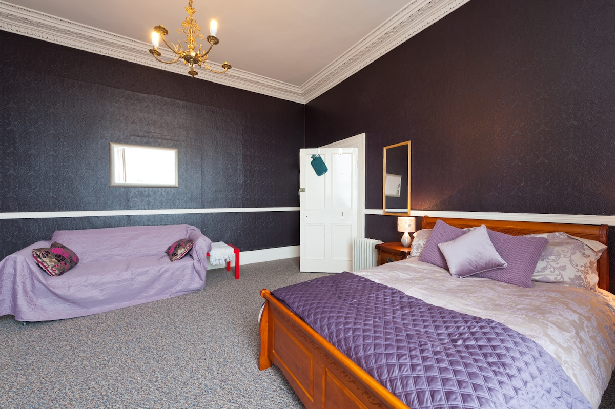 Large  room with sea views  suits 3