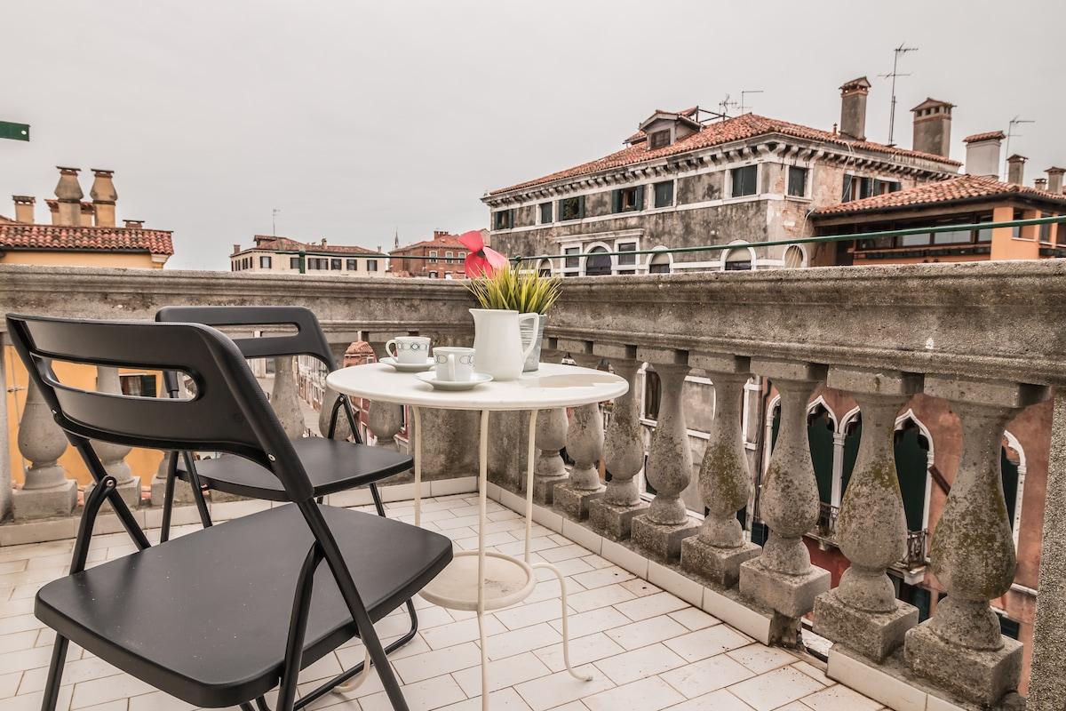 Ciao Venezia room with balcony