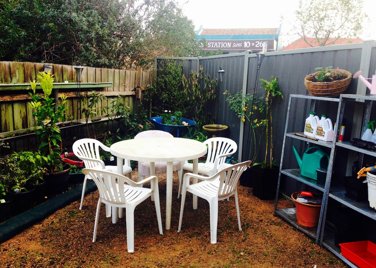 Cute 1BD home with private garden