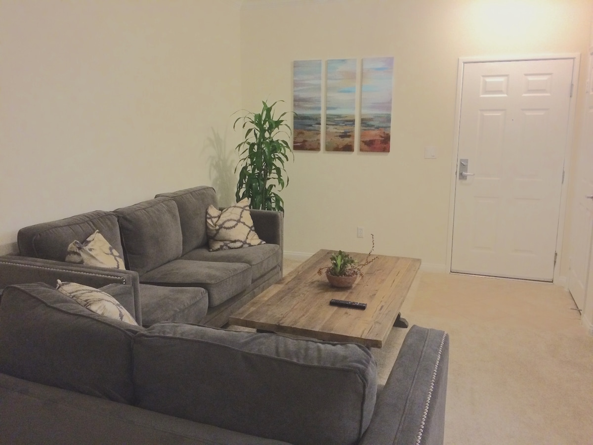 Large Quiet Bright 1BD Apt w/Pkg