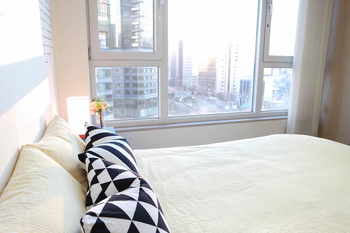 Bright & Cozy studio w/ city view