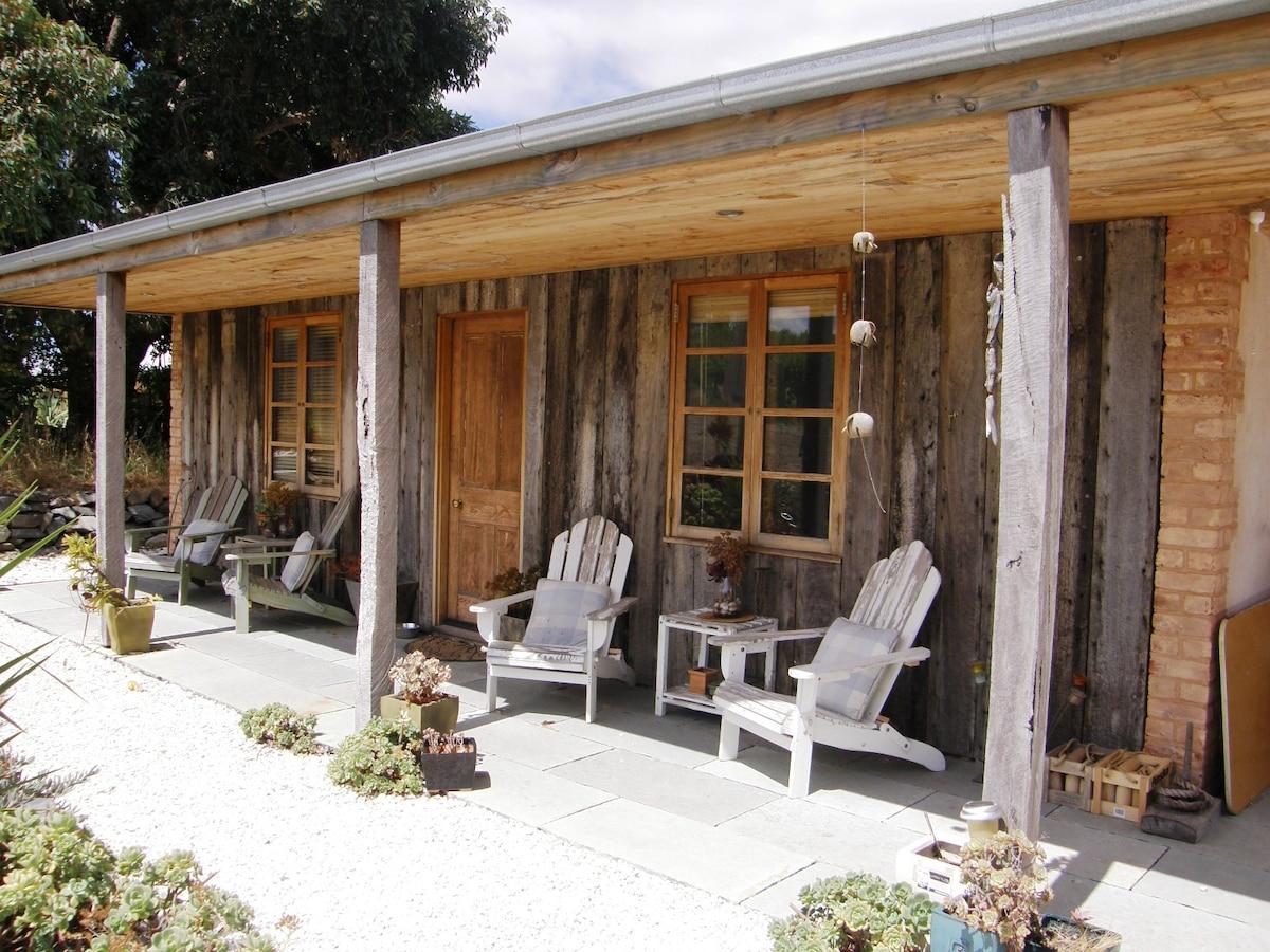 Barossa Cottage amongst a vineyard