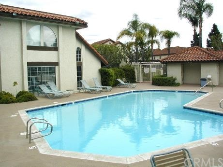 SoCal Condo w/pool/Jacuzzi/parking/