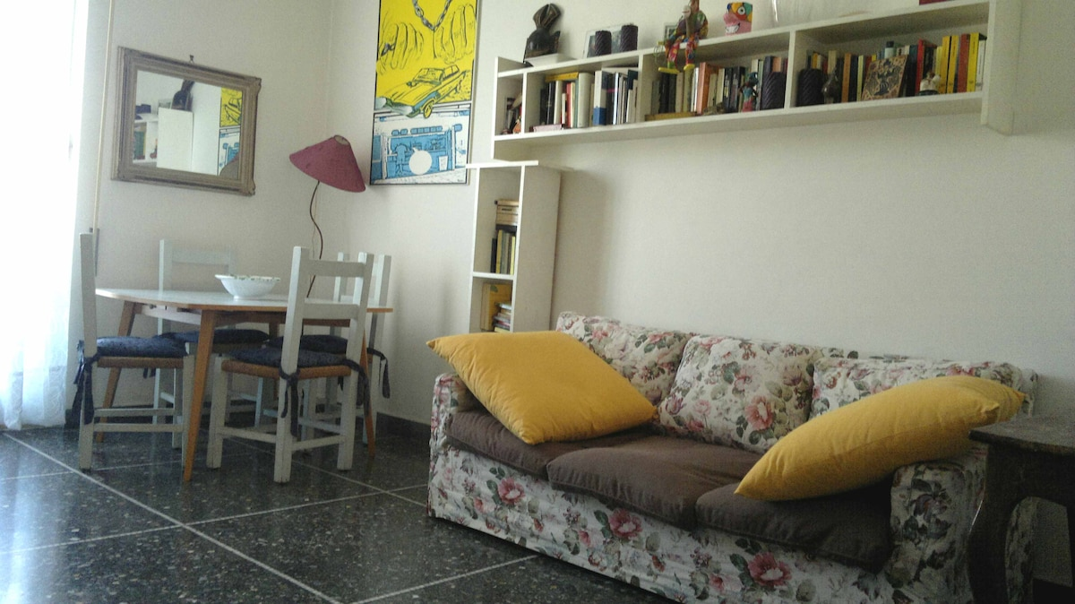 Bright cosy apartment, metro & wifi