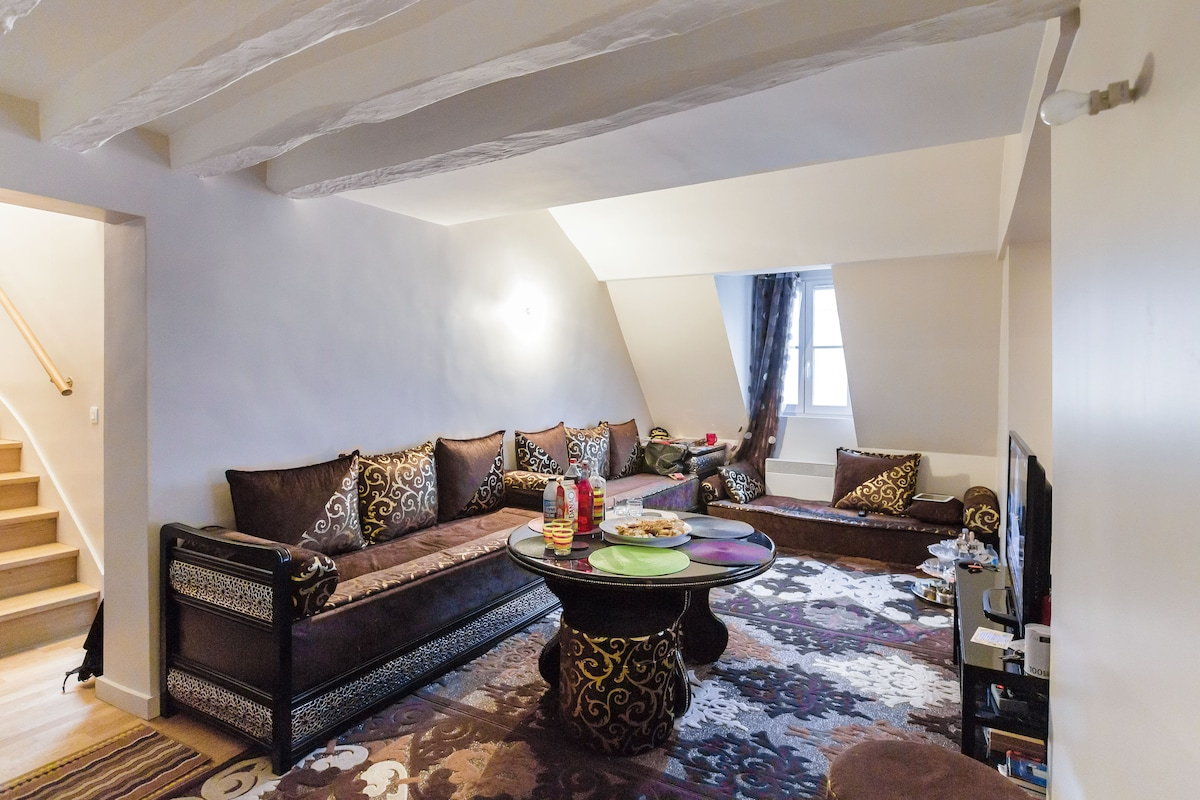 Private room in a cosy duplex paris