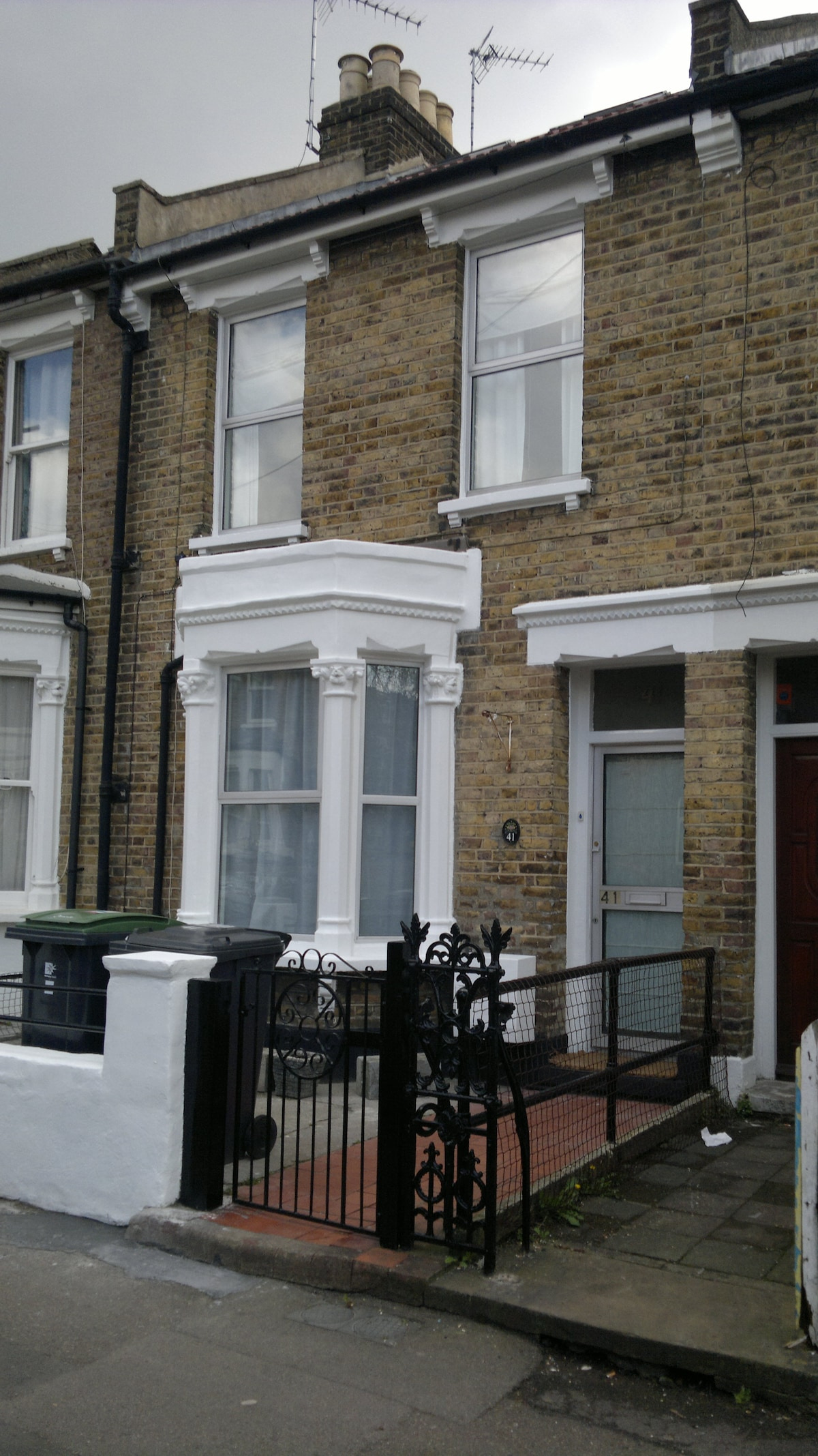 D&G Great House - BnB - single and multiple rooms available
