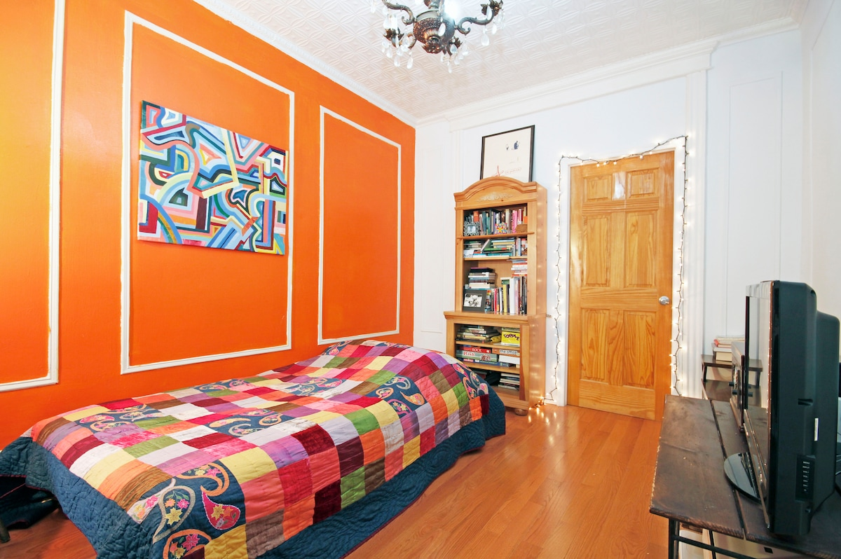 This is your bright and colorful room. It's our living room but will become your bedroom. You have total privacy and the room is right next to the bathroom.
