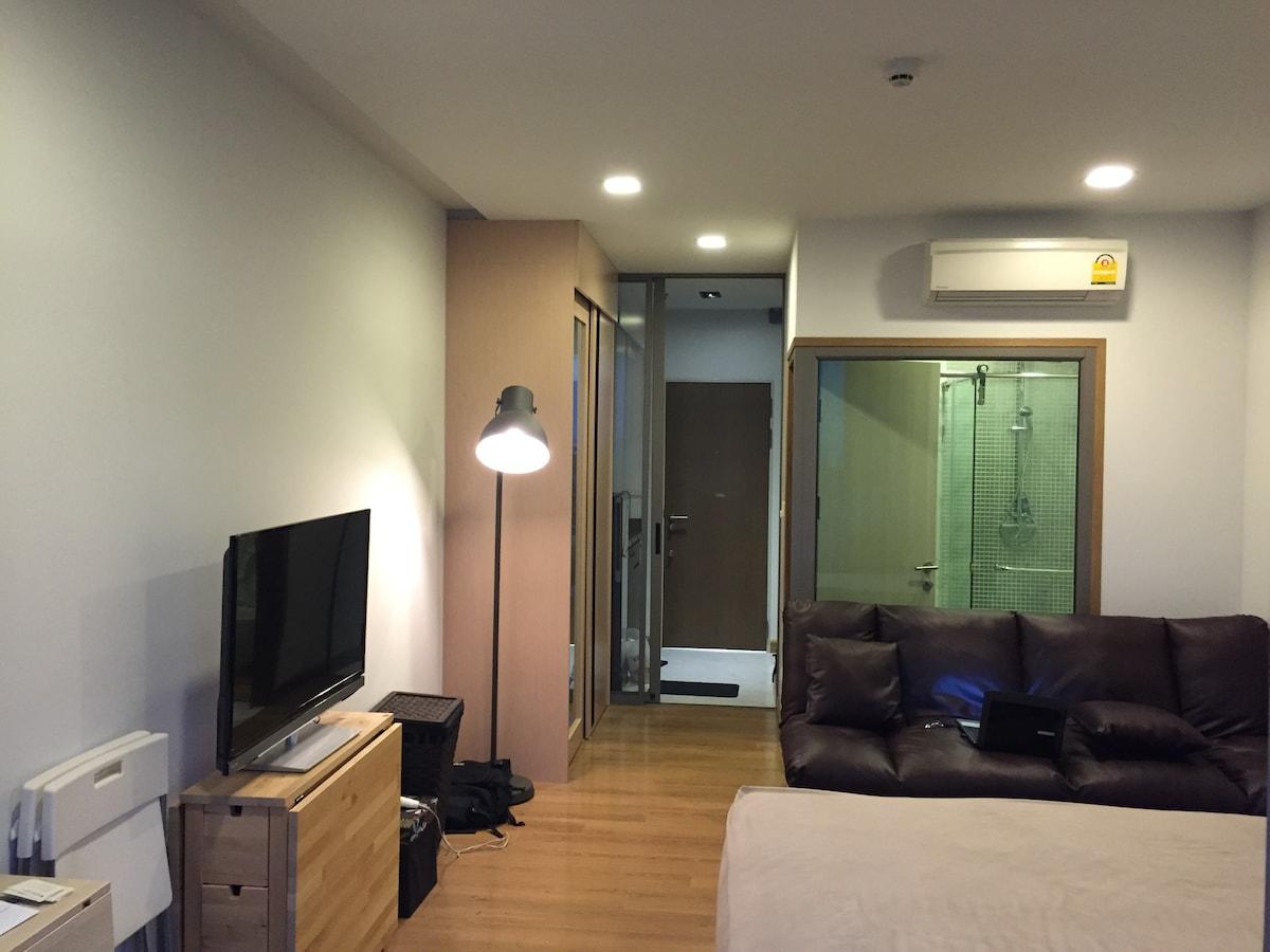 Modern condo in Sathon/ Silom