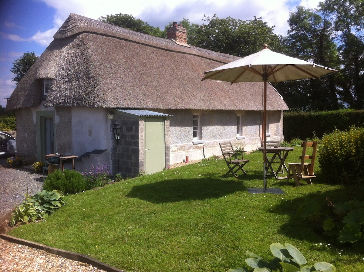Cosy Thatched Cottage