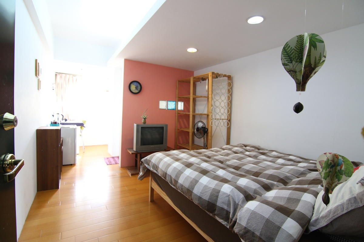 Room near Ximen, L.S.temple MRT#2