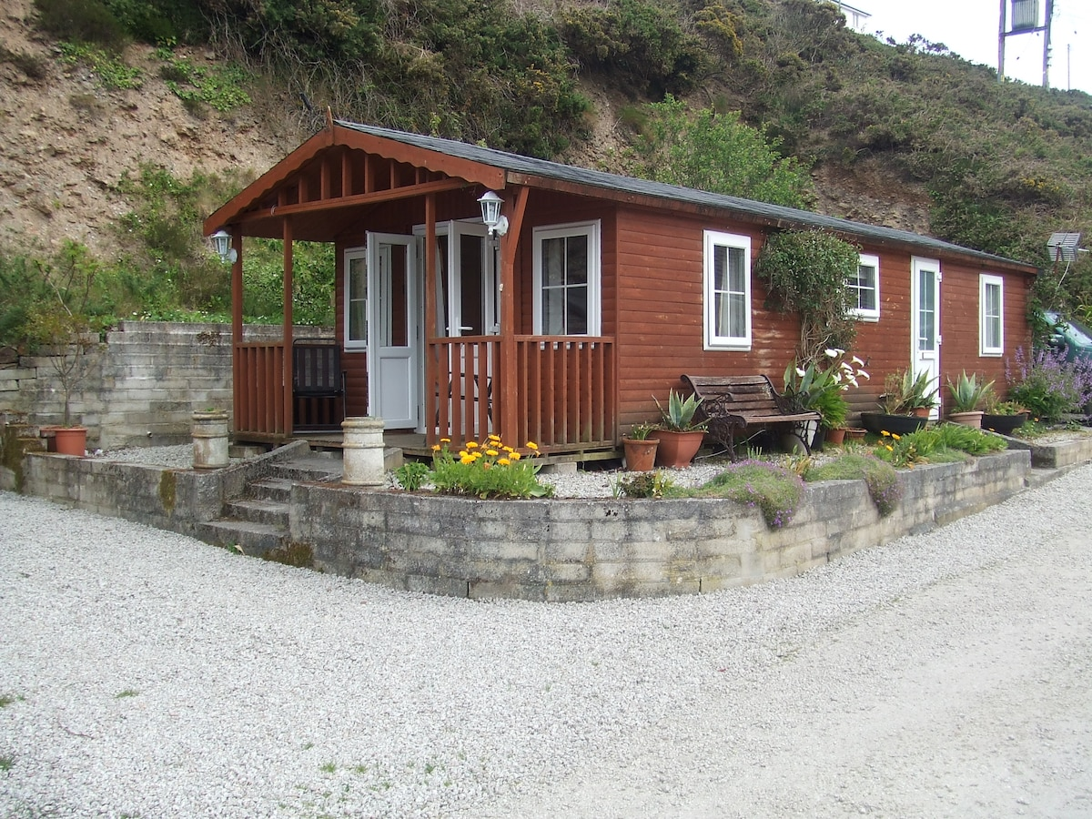 Detached Log Cabin close to beach