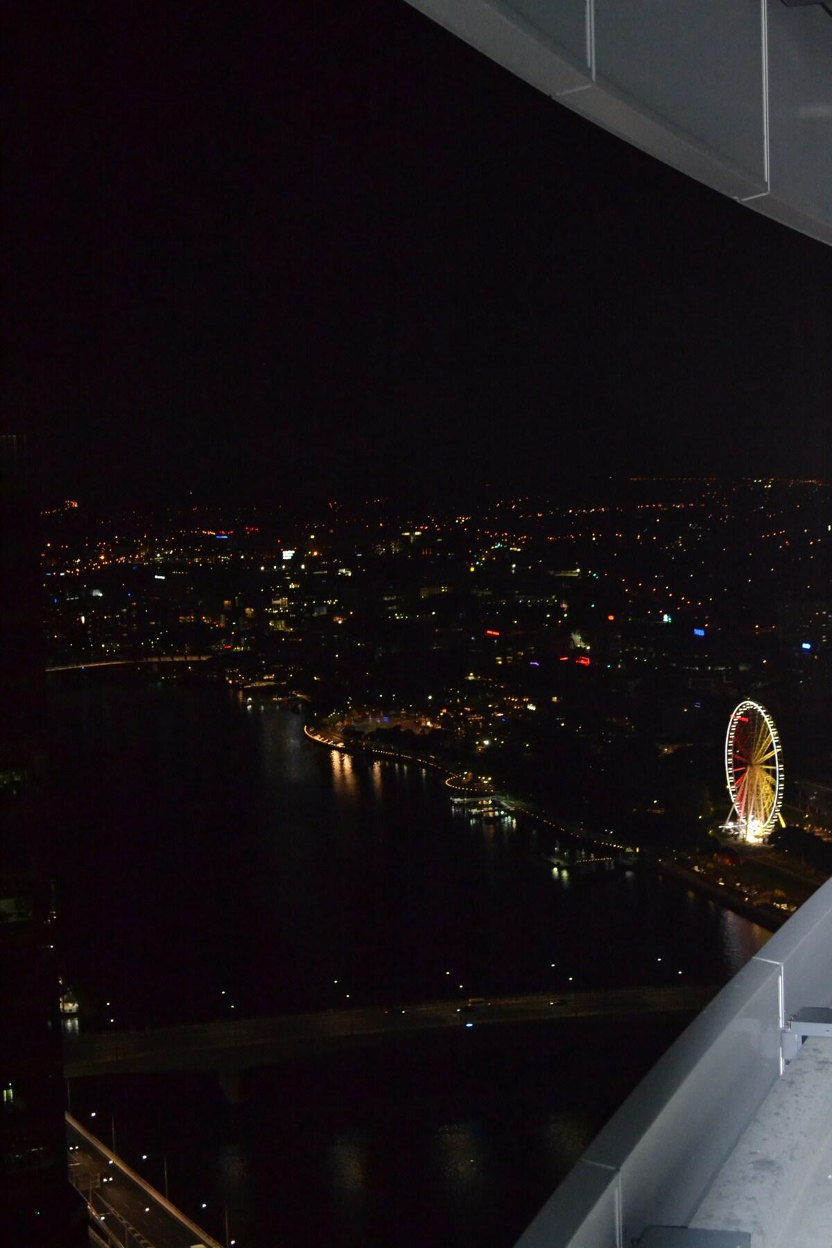 Top of the World, CBD Apartment