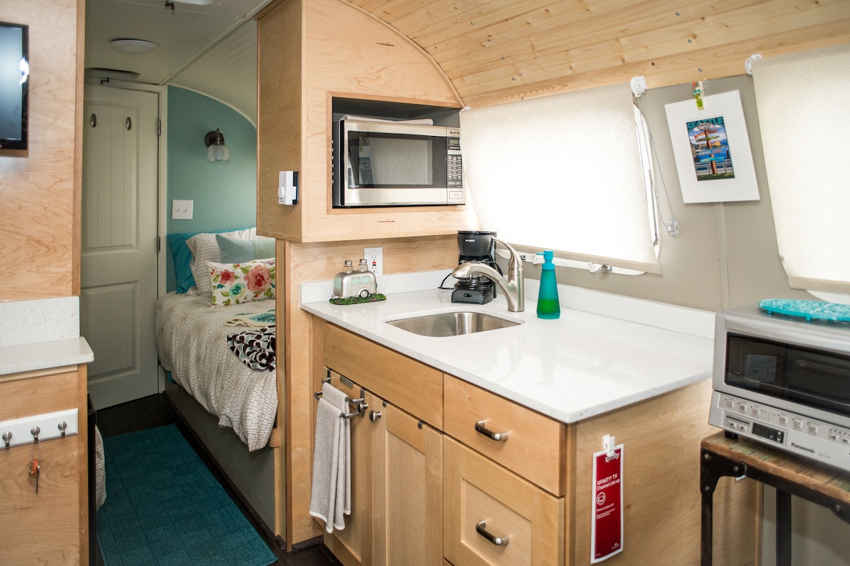 Airstream Guesthouse, near airport!