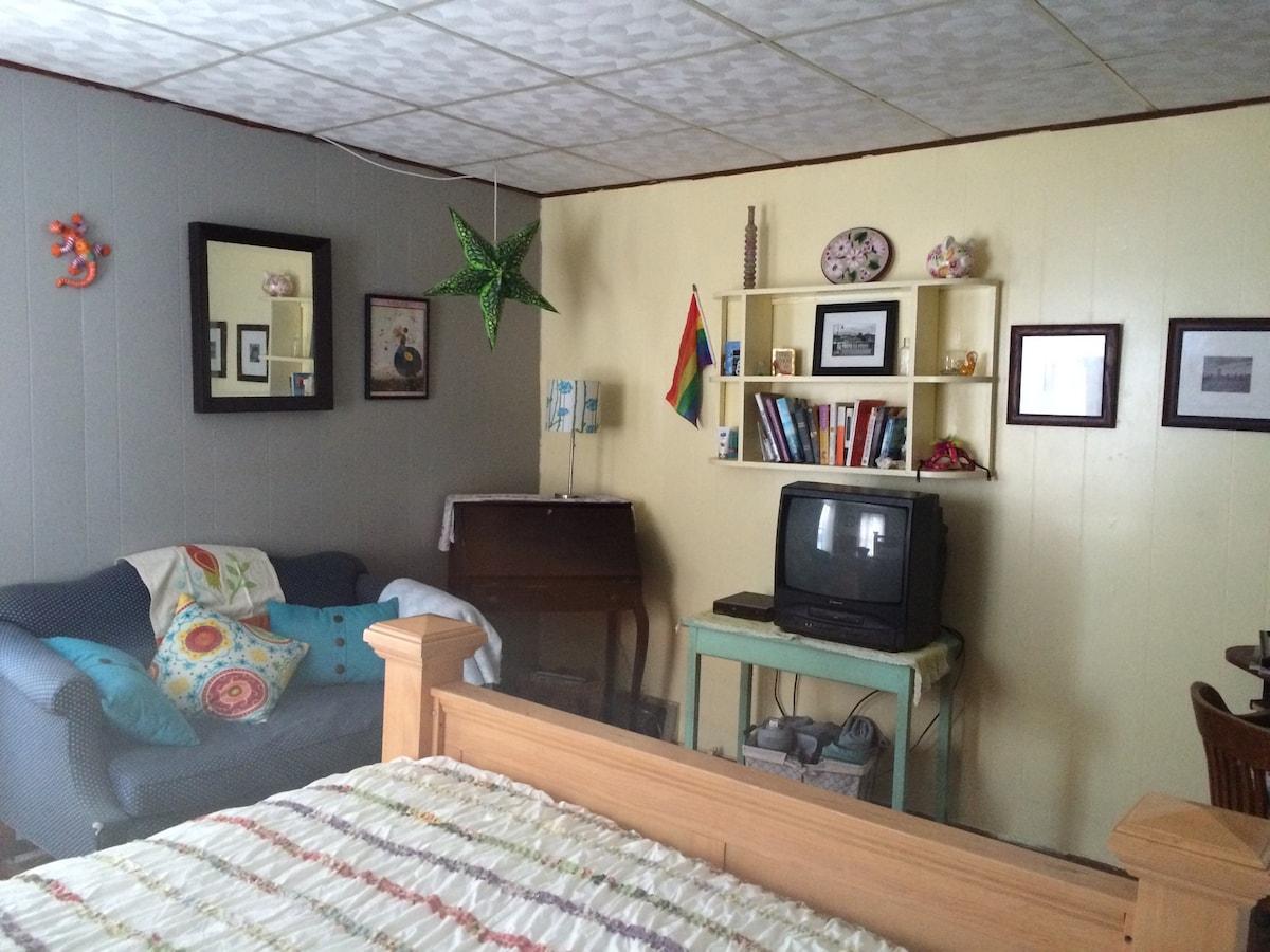 Furnished bedroom for 1-2 people