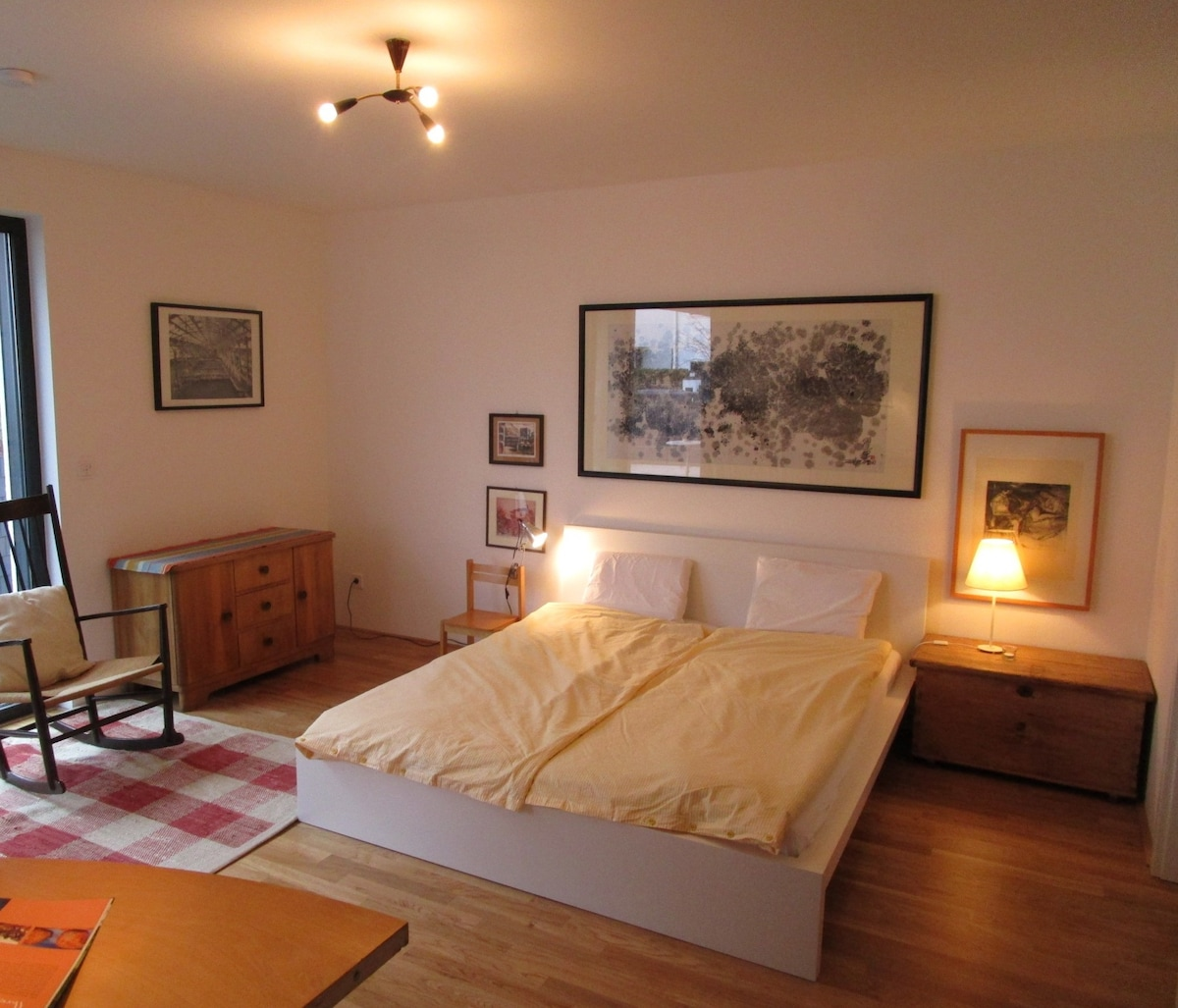 room with private bath near Messe