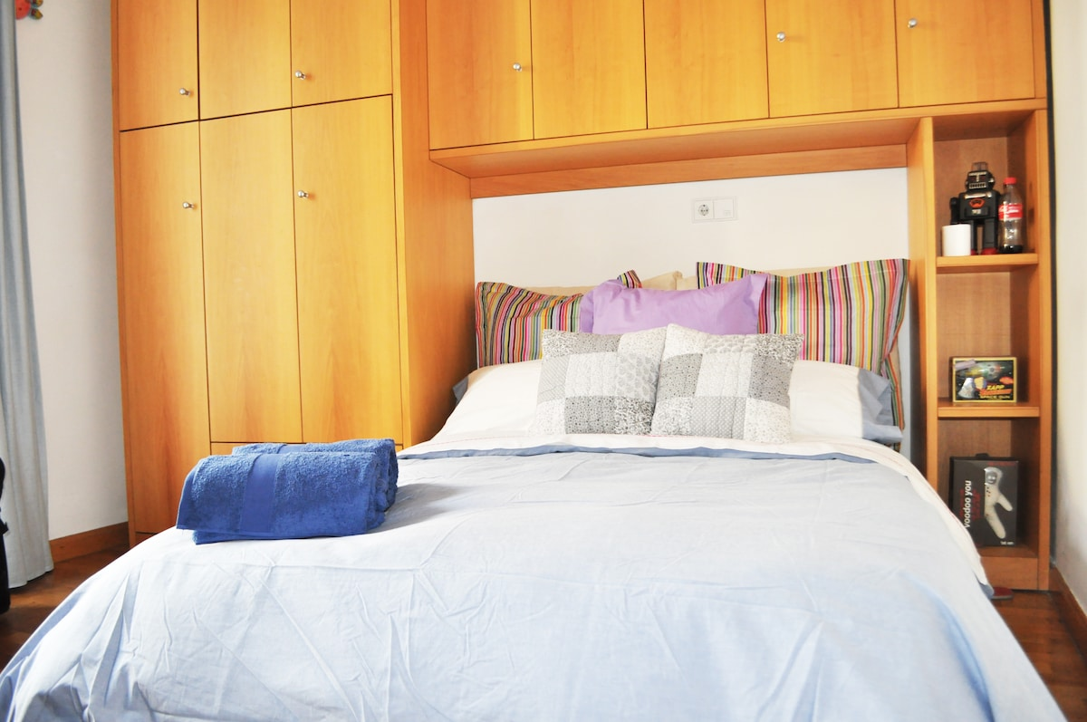 DOUBLE BED IN MADRID CENTER