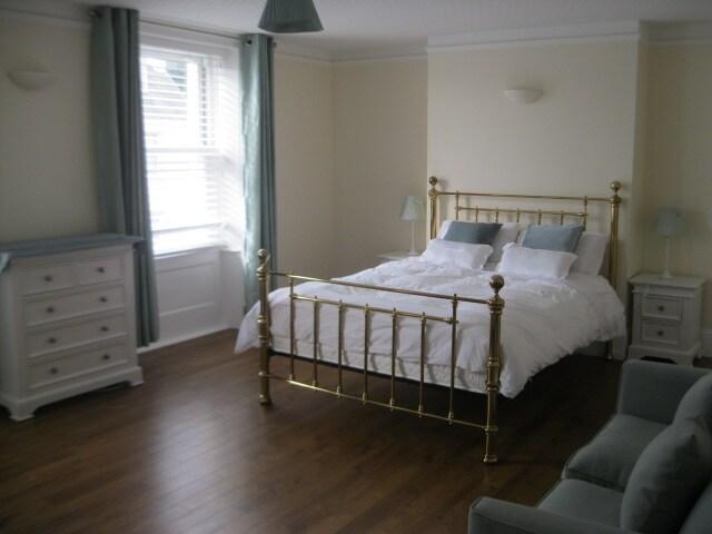 Large bedroom in heart of St Helier
