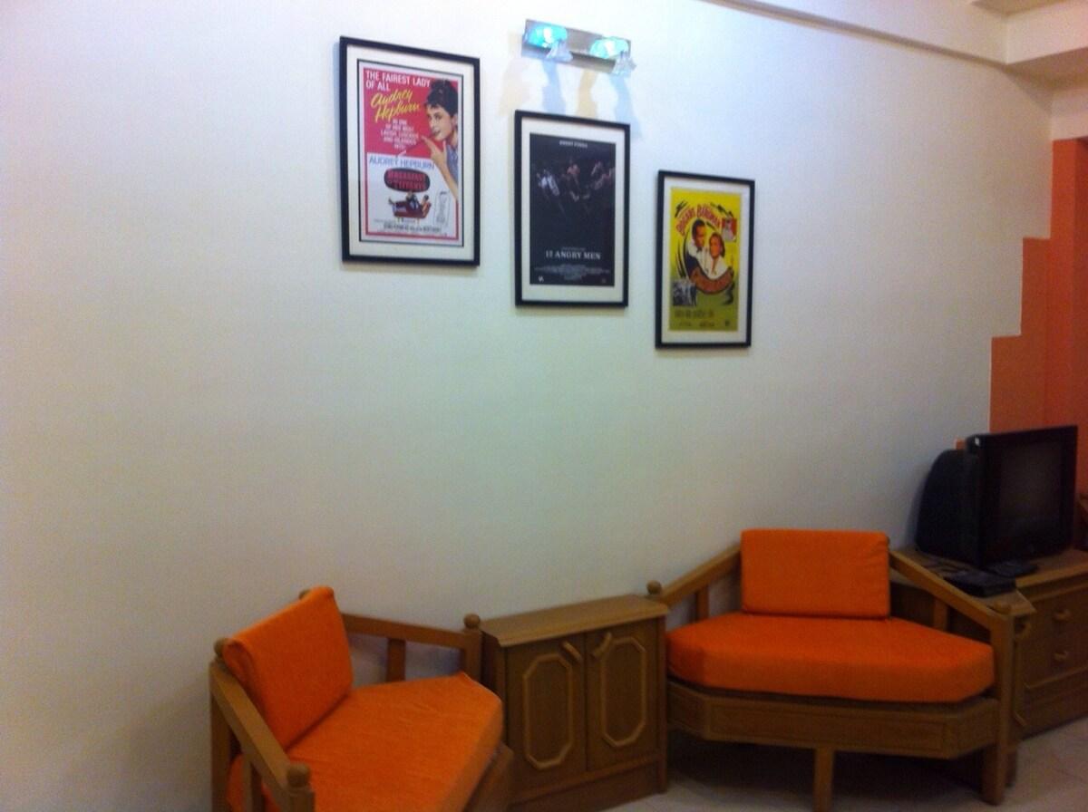 Big Apt in Bandra with Wifi,AC,TV