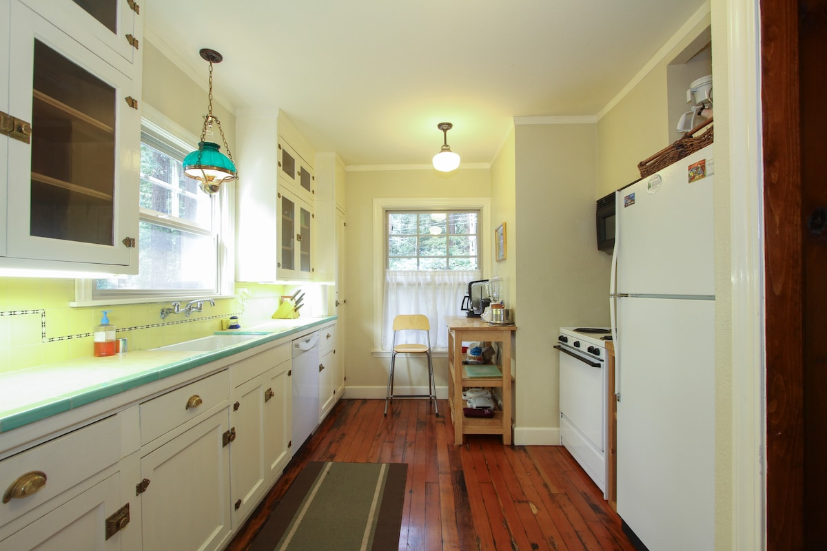 Enjoy the full equipped kitchen!