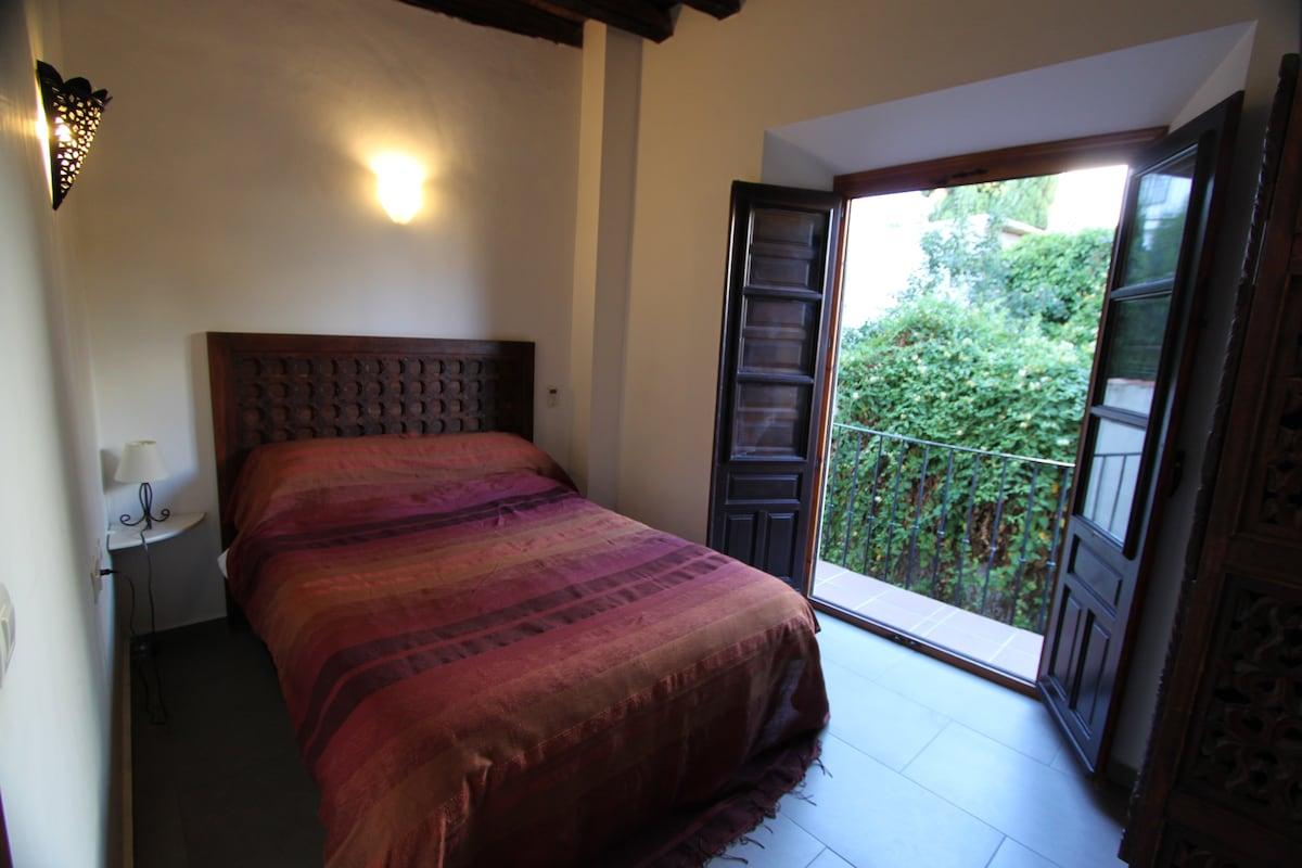 Beautiful 3 bed Albayzin apartment