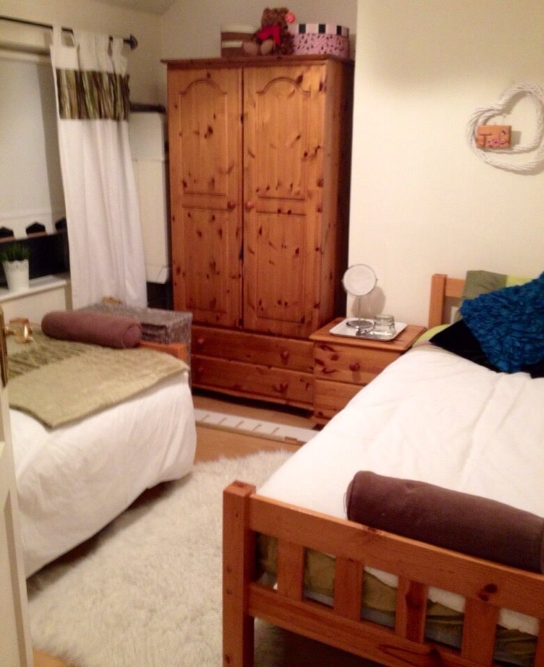 Close to Center twin room -sleeps 2