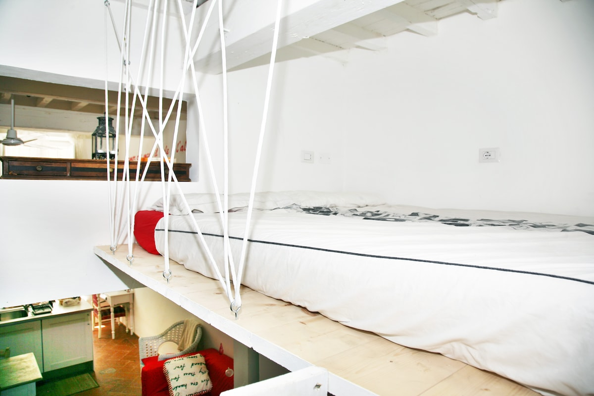 Bedroom: a cozy and romantic double bed!