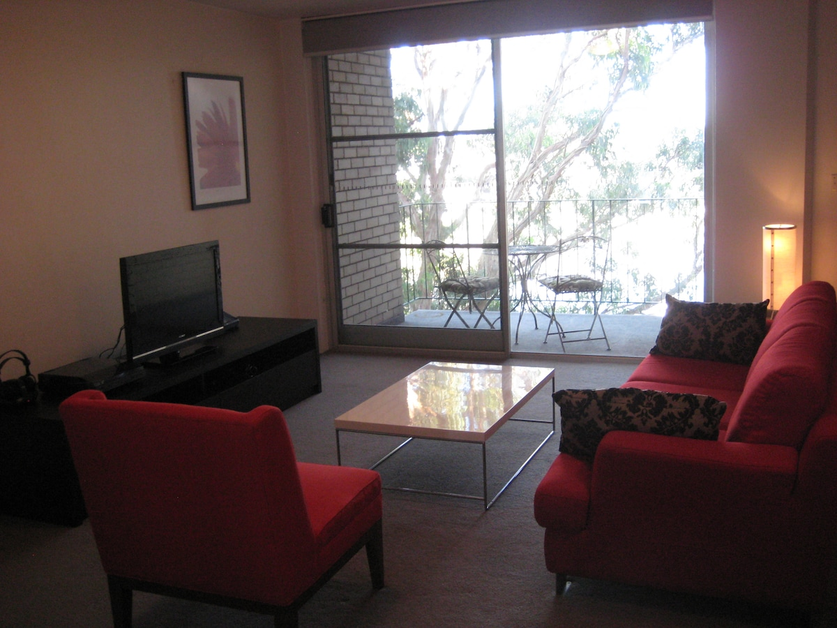 Bright and Furnished 2 Bed Apt