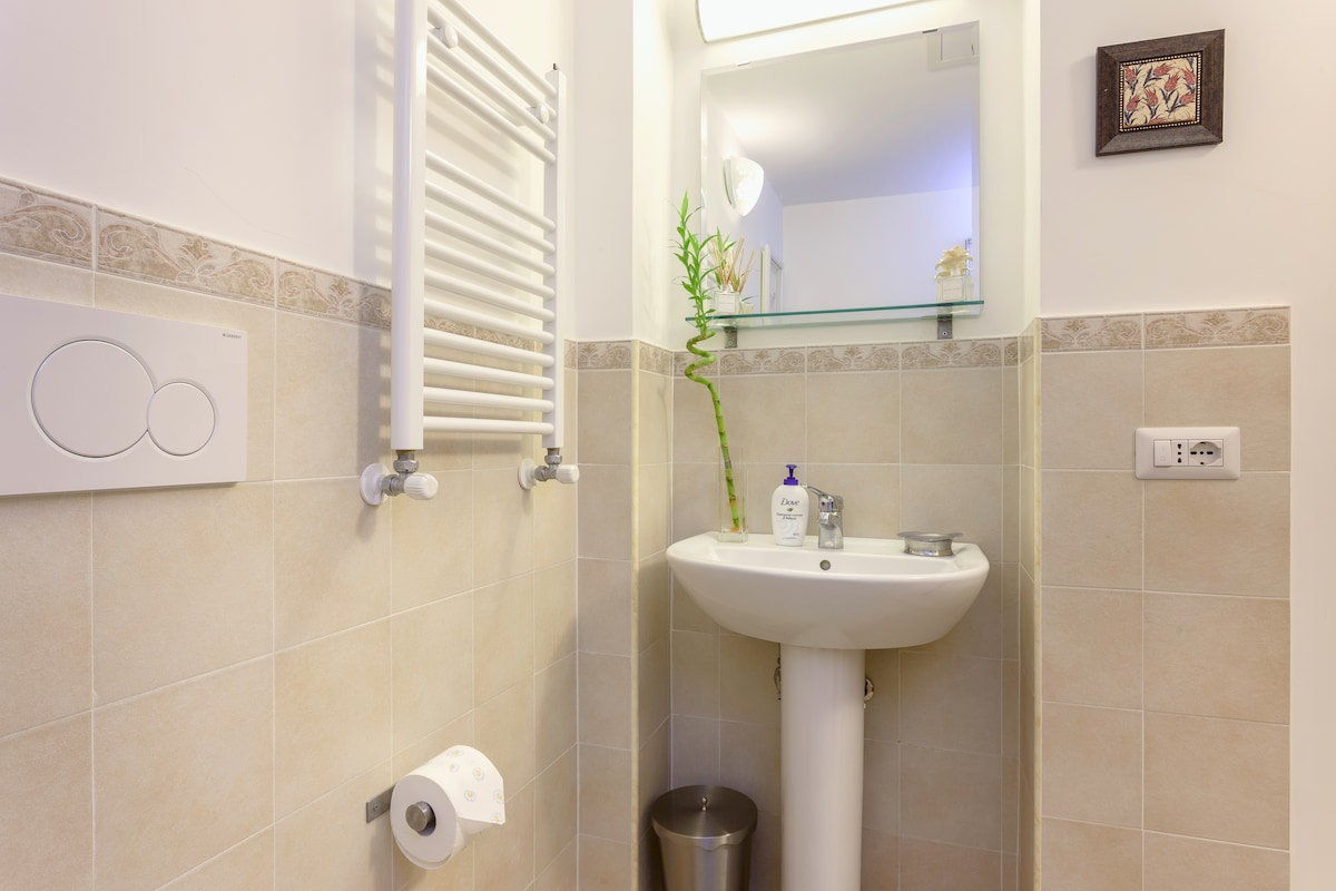 Historic Centre - Private Bath & AC