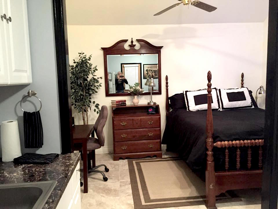 Real wood dresser drawers, queen size bed, new pillows and comforter with night stands and reading lamps. New ceramic tile floor