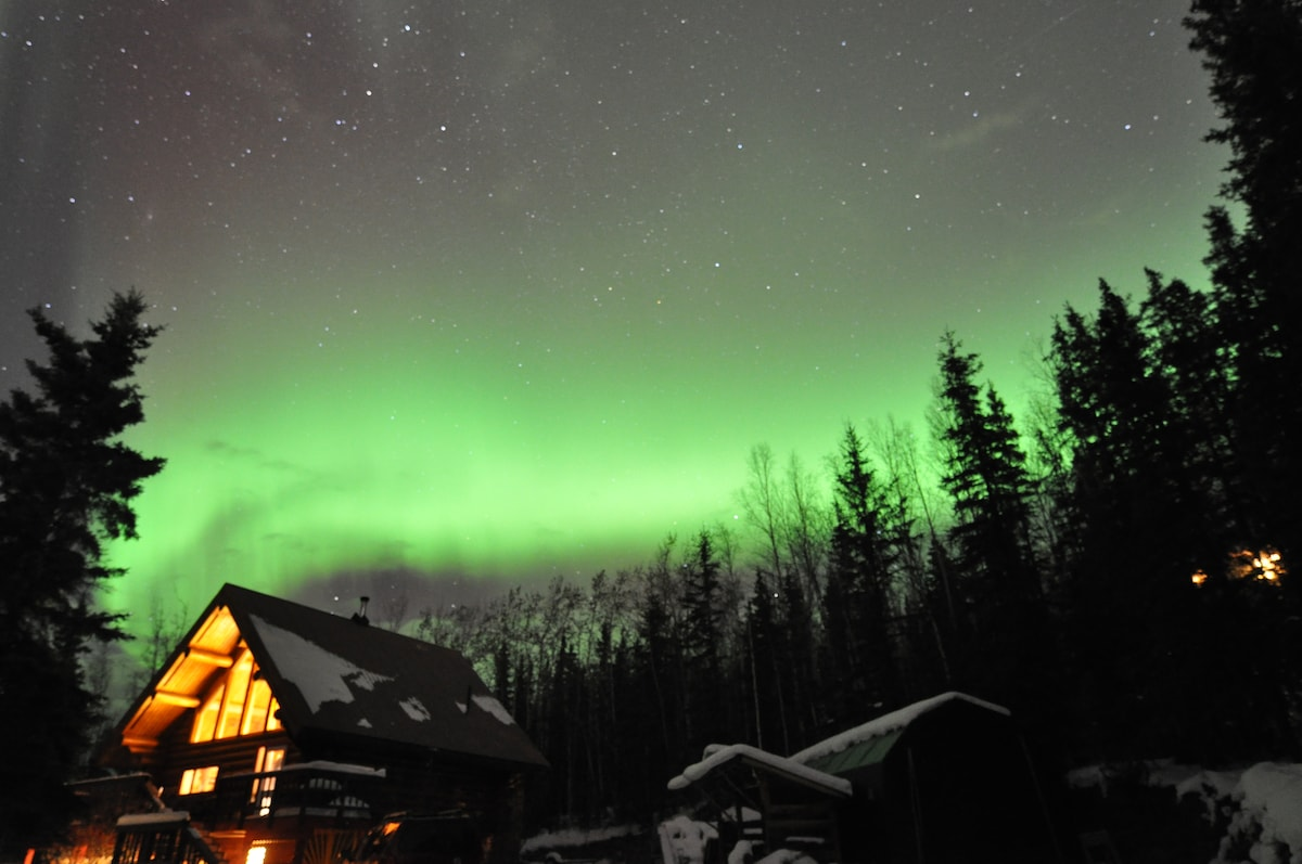 Aurora above house (photo credit S. Lau, Airbnb guest Feb 2015)