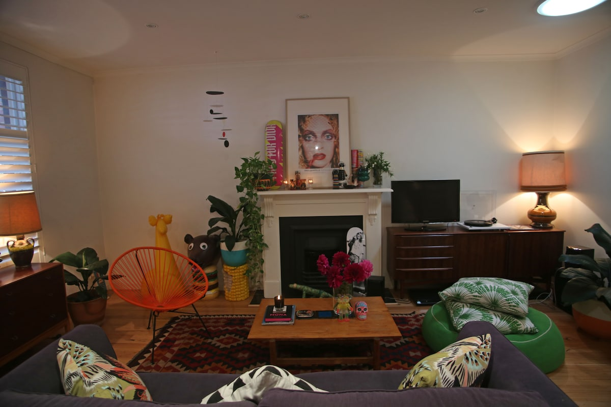 Cool, modern Fitzroy 2BR Townhouse!