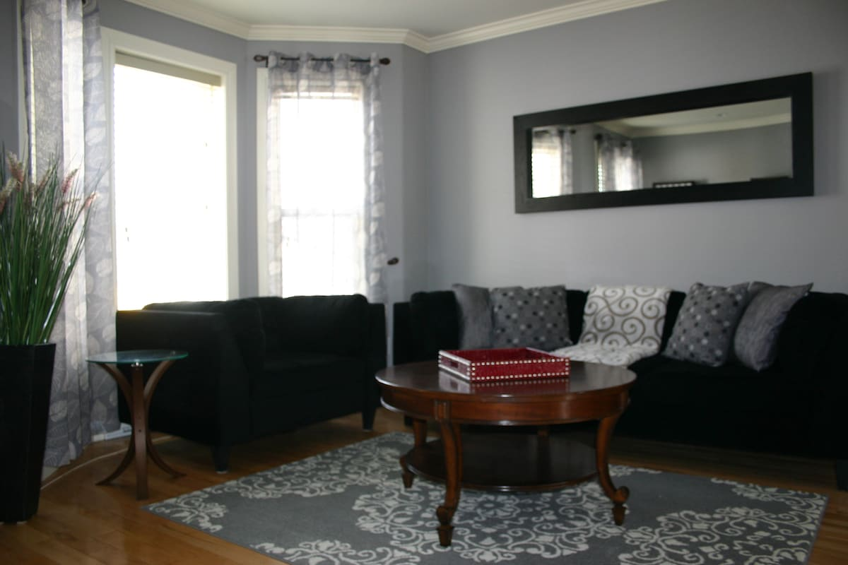2 Bedroom Home in Heart of Downtown