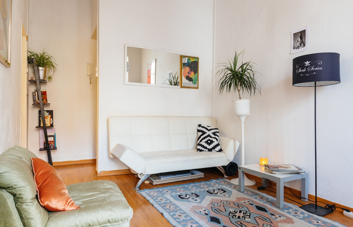 Airy one bedroom flat in Eixample