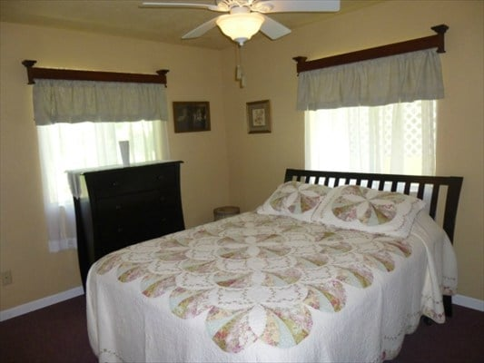 ½hr from Hilo + 3 beds & kitchen