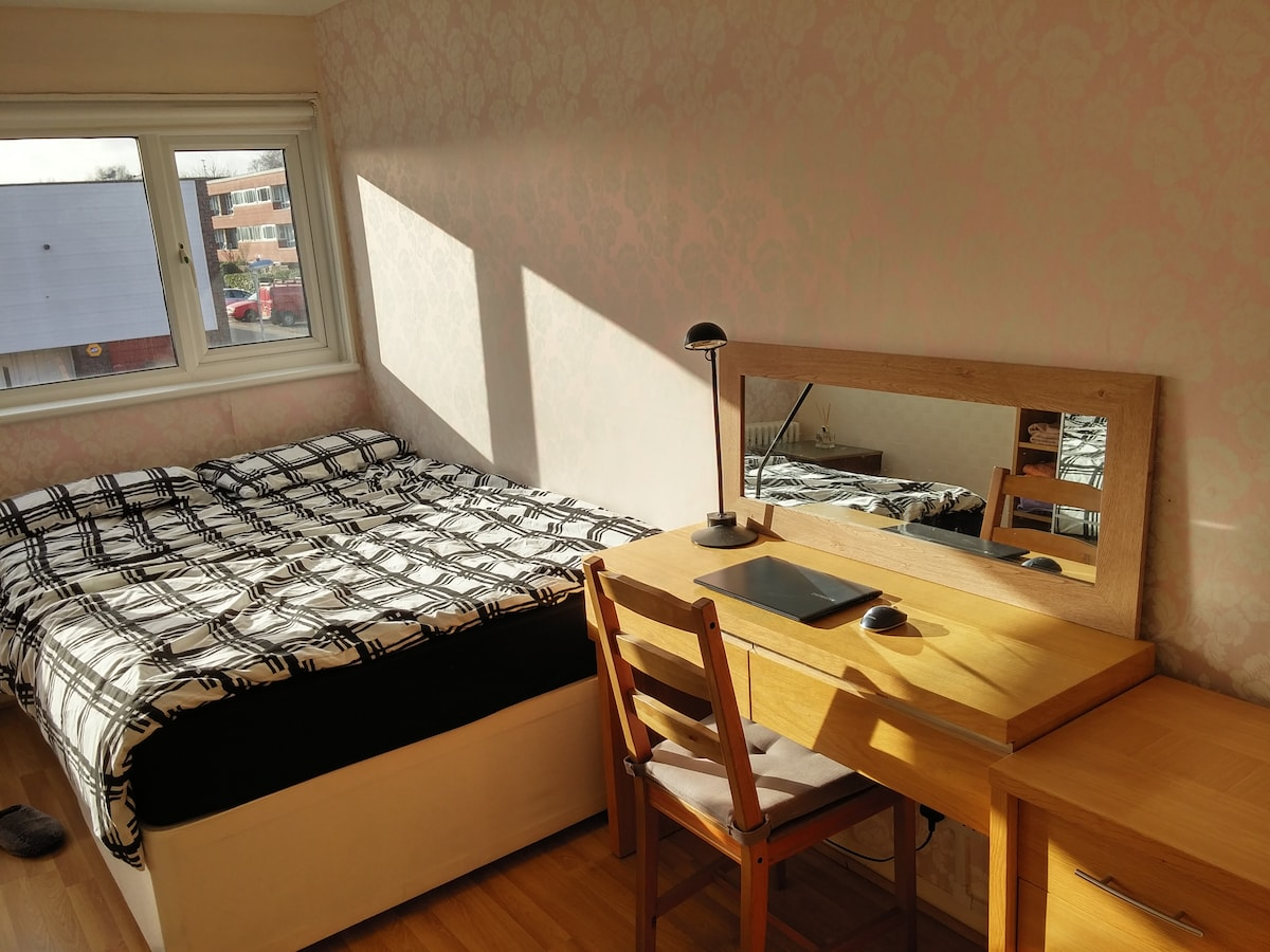 20Min to central London-Cozy room