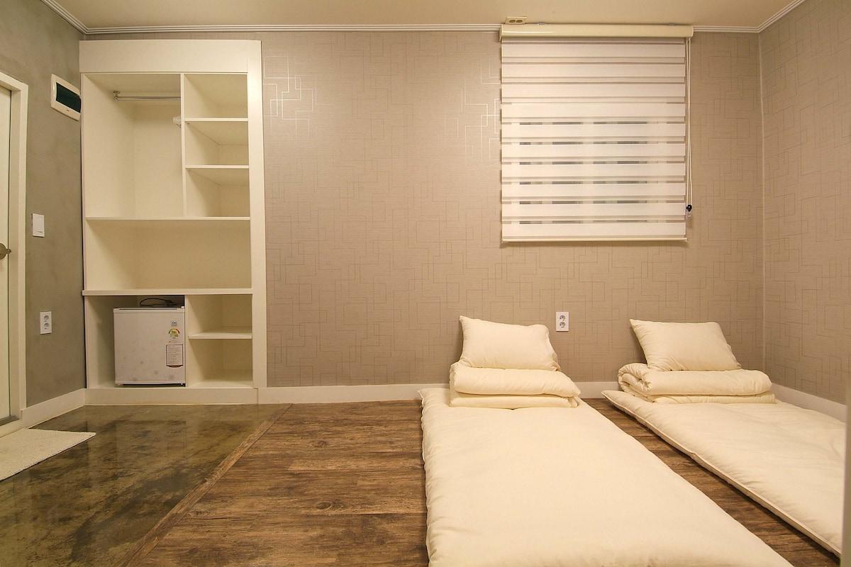 Rm.201A Twin Room