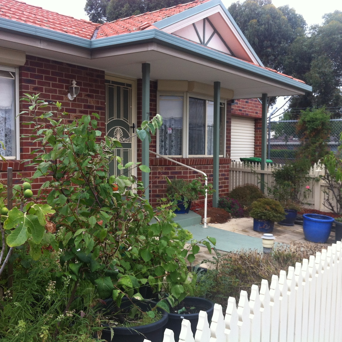 Sweet 2BR unit close to train/shops