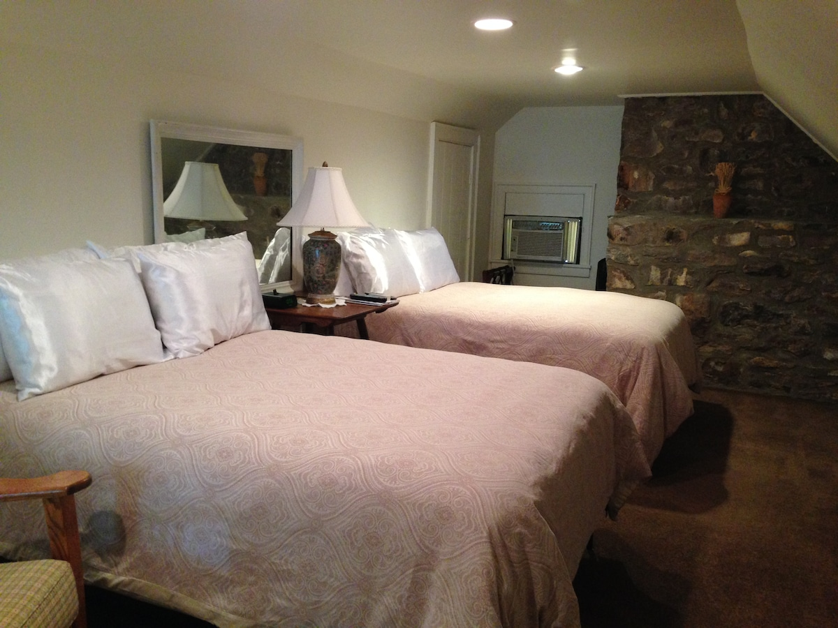 2 Cozy Double Beds