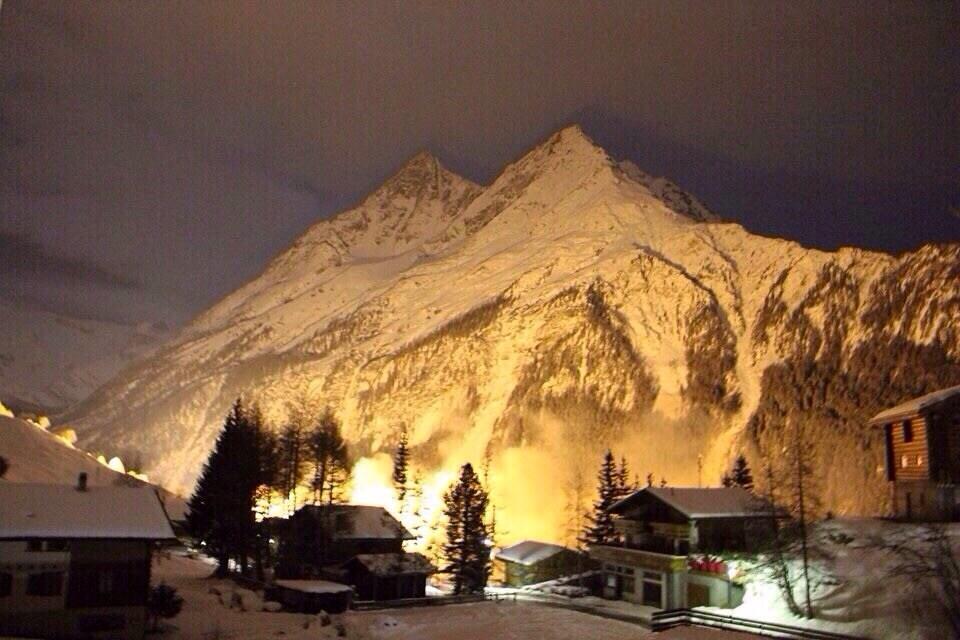 Éclaire de nuit pour les 200 ans du Valais !